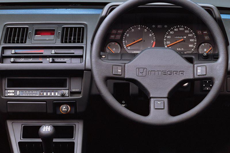 Honda integra 1989-1993 год интерьер